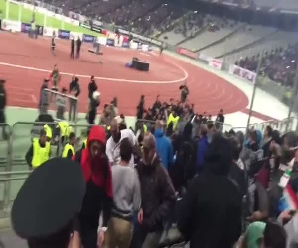 Турецкие полицейские избили болельщиков Локомотива