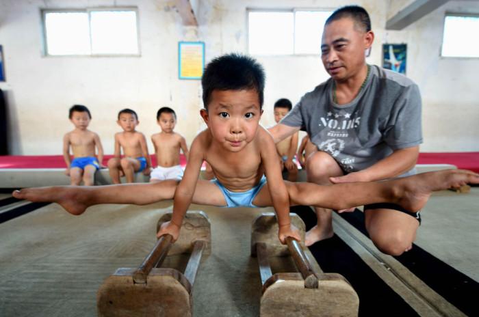 Детский гимнастический летний лагерь в Китае (10 фото)