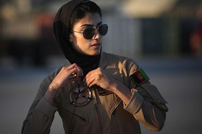 Afganistan Hava Kuvvetlerinin Tek Kadın Pilotu Nilufar Rahmani (12 fotoğraf)