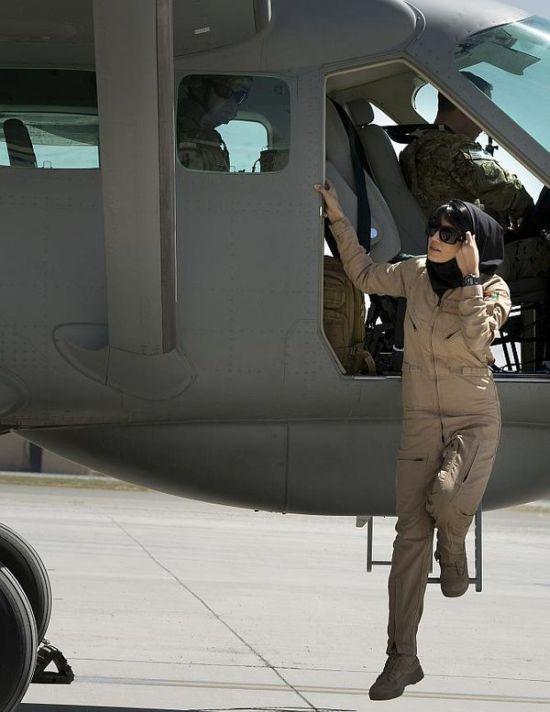 Нилуфар Рахмани - единственная женщина-пилот ВВС Афганистана (12 фото)