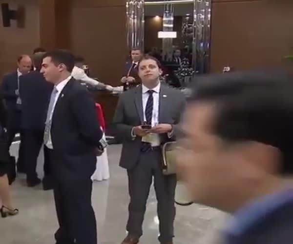 Забавный журналист на саммите G20