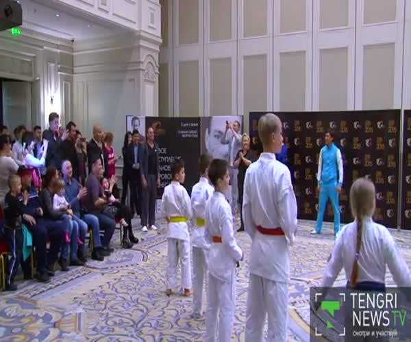 В Алматы юные каратисты отработали удары на актере Жан-Клоде Ван Дамме