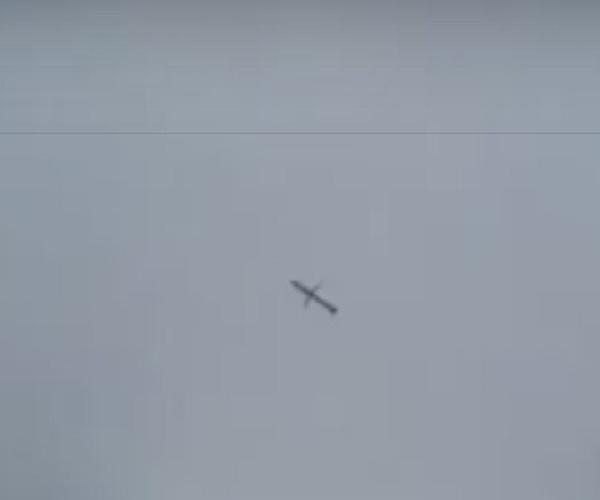 Пролет российской крылатой ракеты в небе над Сирией