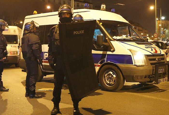 В пригороде Парижа Сен-Дени прошла антитеррористическая операция (10 фото + 2 видео)