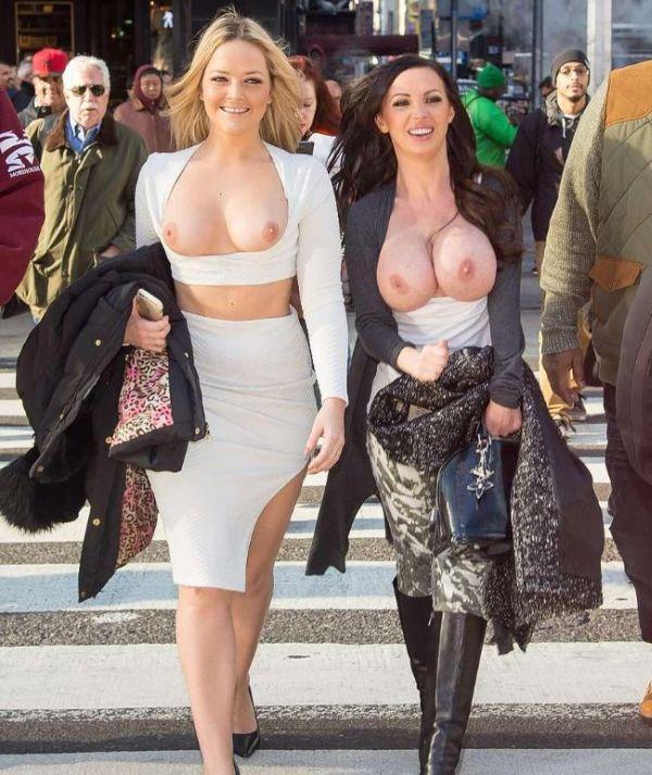 Порно звезды Никки Бенз и Алексис Тексас прогулялись топлес по улицам Нью-Йорка (9 фото)