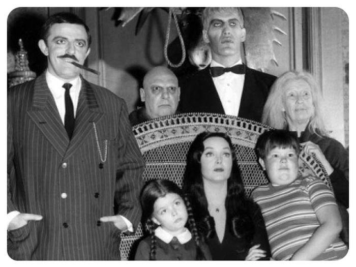 Занятные факты о черной комедии «Семейка Аддамс» (9 фото)