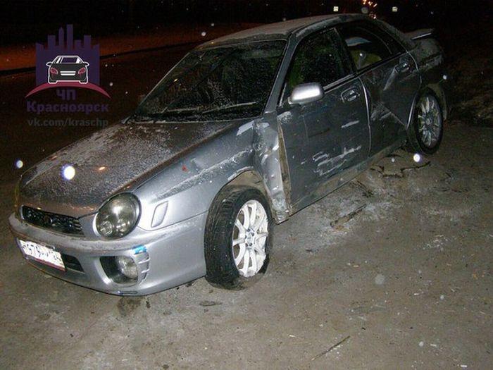В Красноярске водитель сбил трех пешеходов, не справившись с управлением из-за «лысой» резины (3 фото + видео)