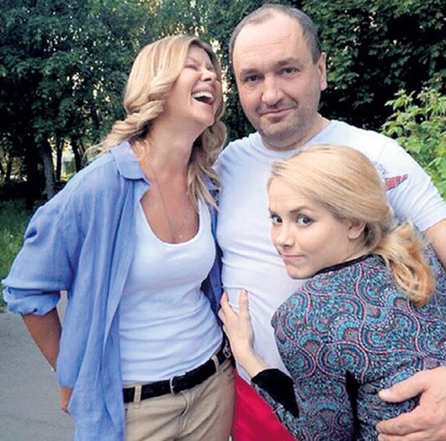 Юлия михалкова семья фото с мужем и детьми