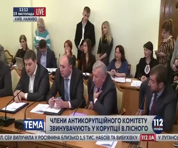 Украинский депутат Владимир Парасюк ударил ногой одного из начальников СБУ