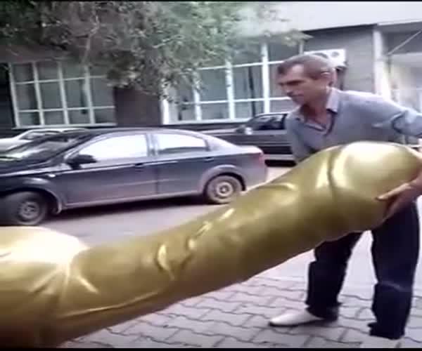 В Новосибирске владельца секс-шопа оштрафовали из-за скульптуры фаллоса