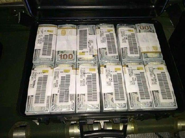 В Багдаде арестован немецкий самолет с деньгами и оружием (4 фото)