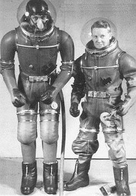 Скафандры и летные костюмы минувшего столетия (24 фото)