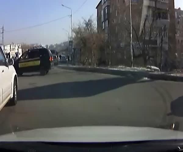 Автомобилисты задержали пьяную женщину