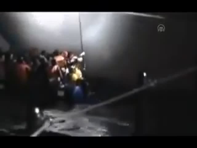 Греция опровергает сообщения о попытке потопить лодку с беженцами