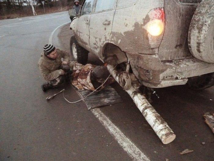 Водитель внедорожника с бревном вместо колеса рассказал о своем приключении (20 фото + 2 видео)