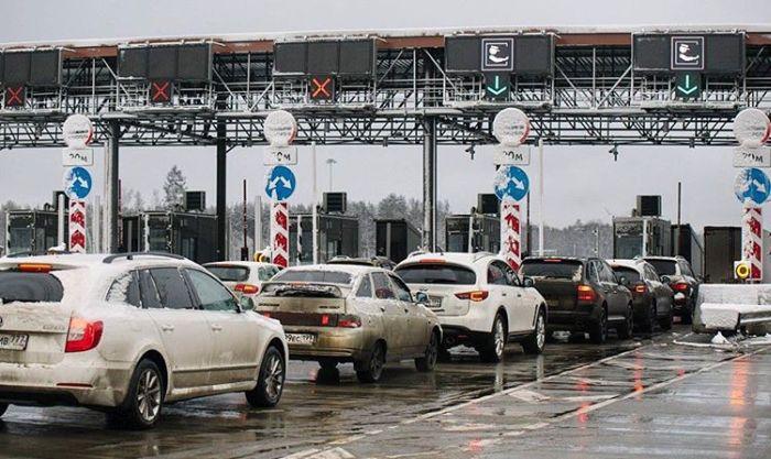 Ввод платного проезда по трассе М11 в Москве привел к транспортному коллапсу (13 фото)