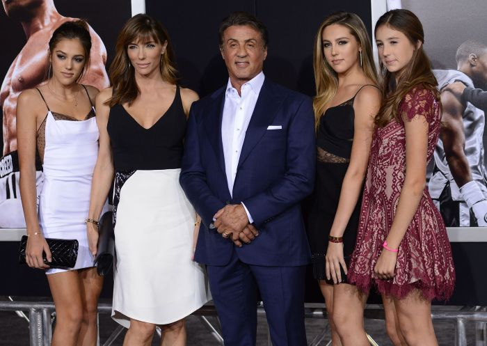 Сильвестр Сталлоне с женой и дочерьми на кинопремьере в Лос-Анджелесе (10 фото)