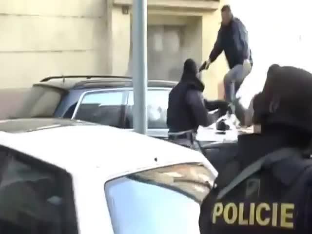 Чешский спецназ на задержании преступника