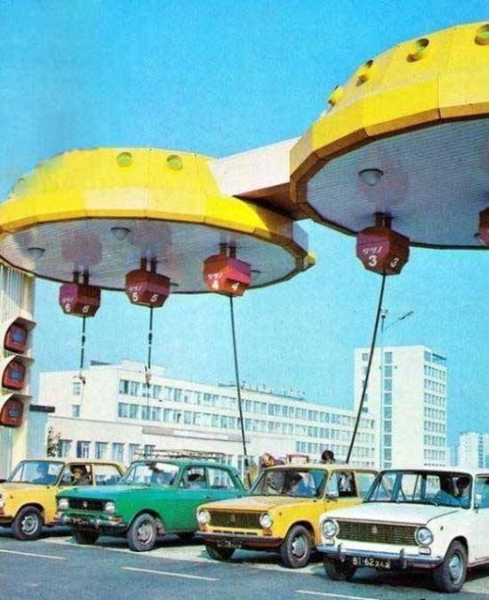 Необычные заправки в СССР (3 фото)