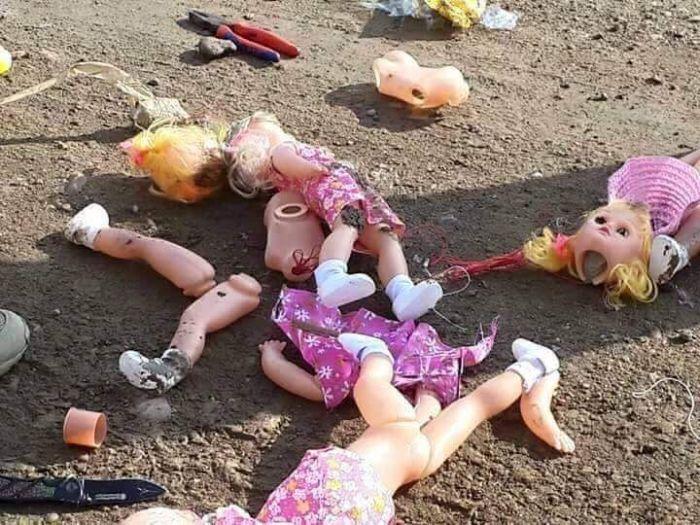 Террористы ИГИЛ спрятали бомбы внутри детских кукол (4 фото)