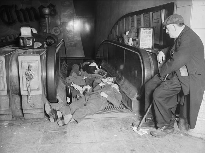 Станции метро Лондона во время бомбардировок 1940 - 1941 года (30 фото)