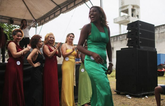 В бразильской женской тюрьме строгого режима «Талавера Брюс» прошел конкурс красоты Miss Criminal 2015 (15 фото)