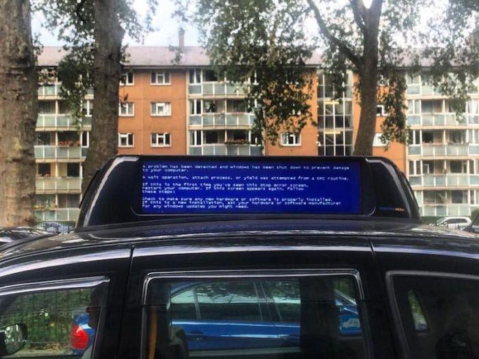 «Синий экран смерти» в самых необычных местах (22 фото)