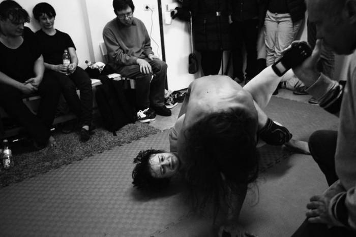 Подпольный женский бойцовский клуб в Берлине (22 фото)