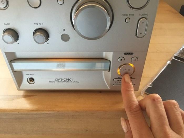 В обиход вновь вернулись инструкции пользования CD-дисками (24 фото)