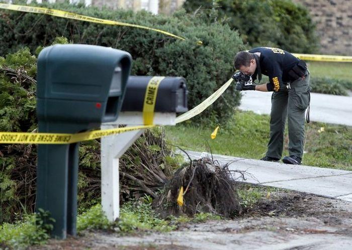 В США 13-летний подросток застрелил грабителя из маминого пистолета (4 фото)