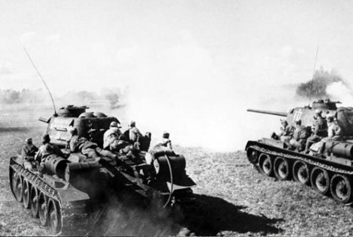 Подвиг молодого красноармейца Юрия Смирнова в годы Великой Отечественной войны (4 фото)
