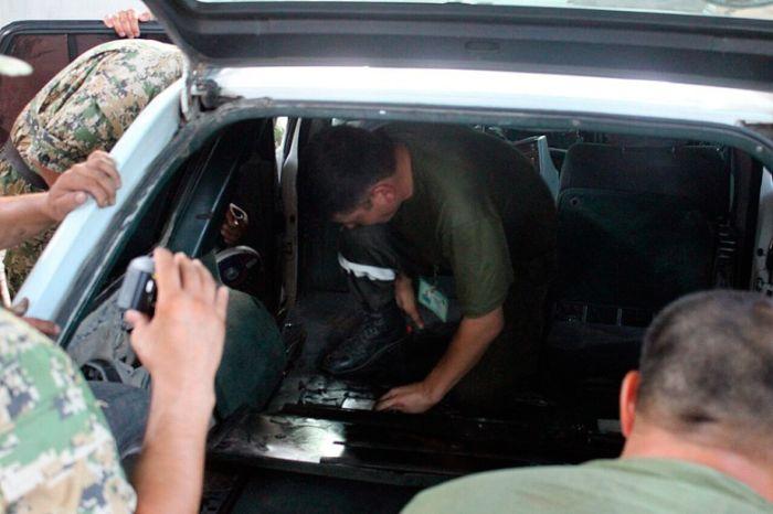 На казахстанско-киргизской границе задержан Mercedes с героиновым тайником (3 фото)