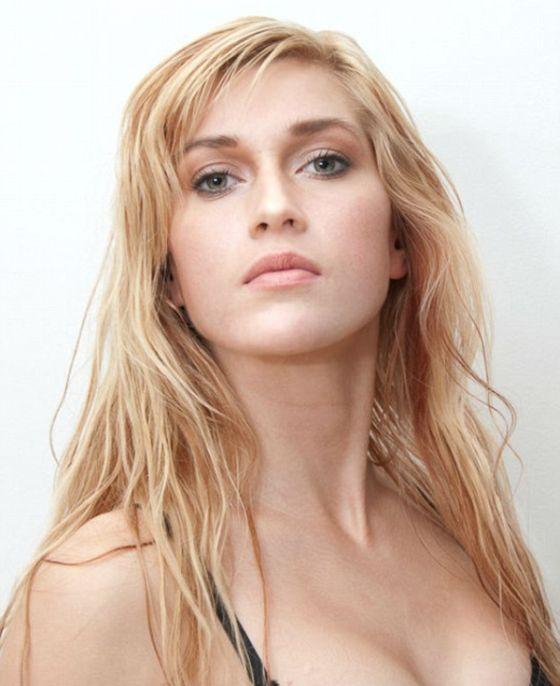 Шведка потратила 120 000 долларов, чтобы выглядеть как Джессика Рэббит (17 фото)