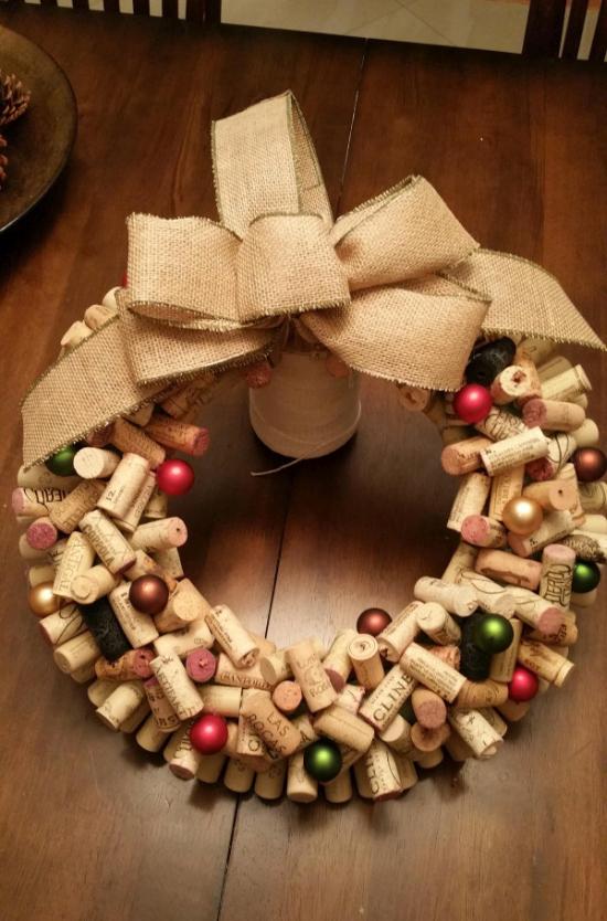 Оригинальное рождественское украшение двери (5 фото)