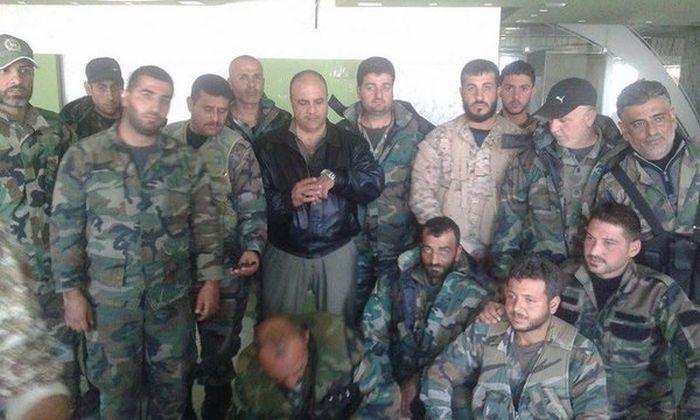 Бойцы сирийского спецназа получили российские медали за спасение штурмана сбитого самолета Су-24 (4 фото)