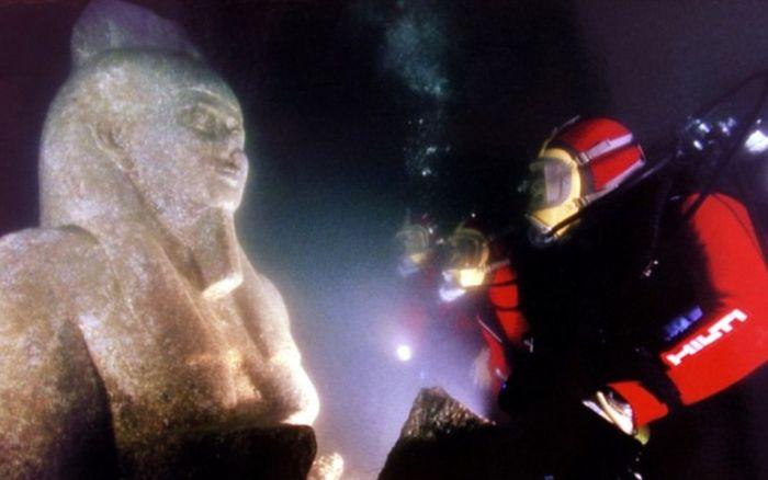 Реликвии Древнего Египта, пролежавшие более 1000 лет под водой (16 фото)