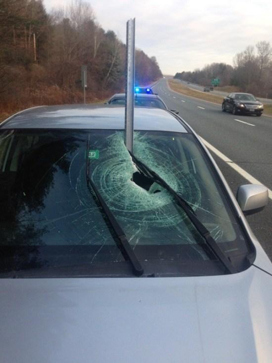 Невероятно везучий водитель отделался легким испугом (3 фото)