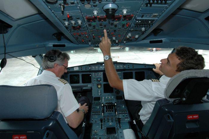 Пилоты поделились секретам, которых не знают простые пассажиры (7 фото)