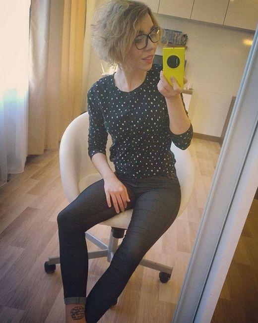 21-летняя россиянка совмещает работу программистом с карьерой начинающей порноактрисы (15 фото)