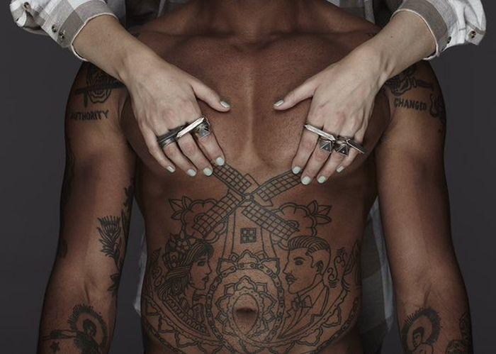 Эффектная реклама мужских украшений от бренда I Love Ugly (8 фото)