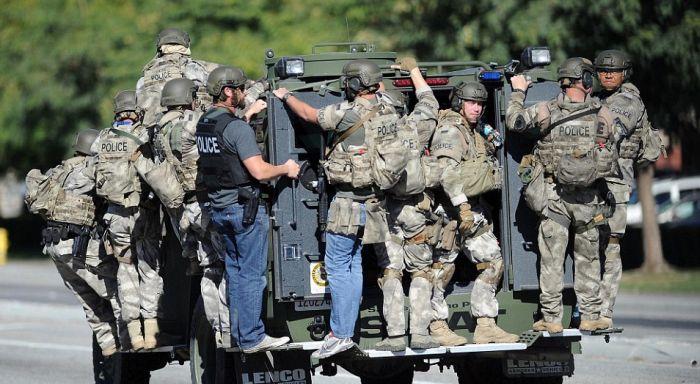 В Калифорнии трое вооруженных людей расстреляли 14 человек в центре помощи инвалидам (20 фото)