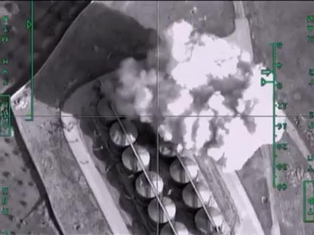 Российские ВВС бомбят нефтехранилище