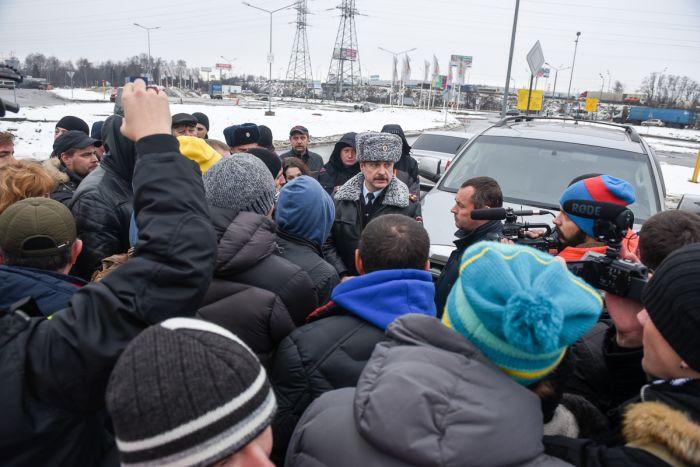 Дальнобойщики, протестующие против системы «Платон», собираются на МКАДе  (22 фото)