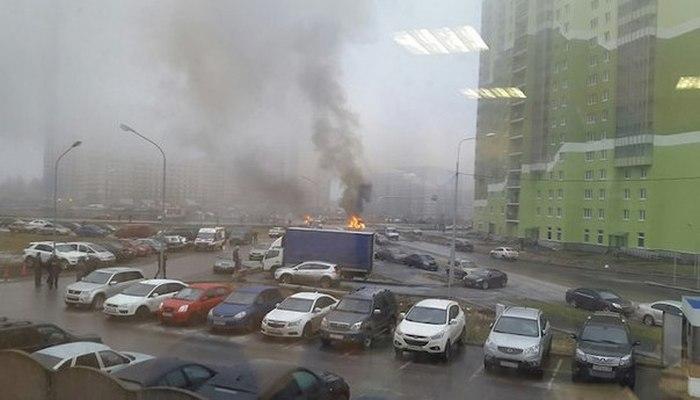 В Санкт-Петербурге неизвестные расстреляли из автоматов полицейский УАЗ (7 фото)