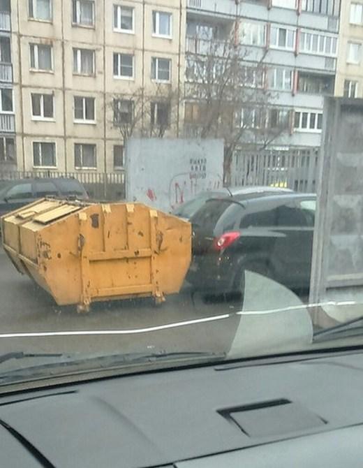 Наказание от мусорщиков (2 фото)