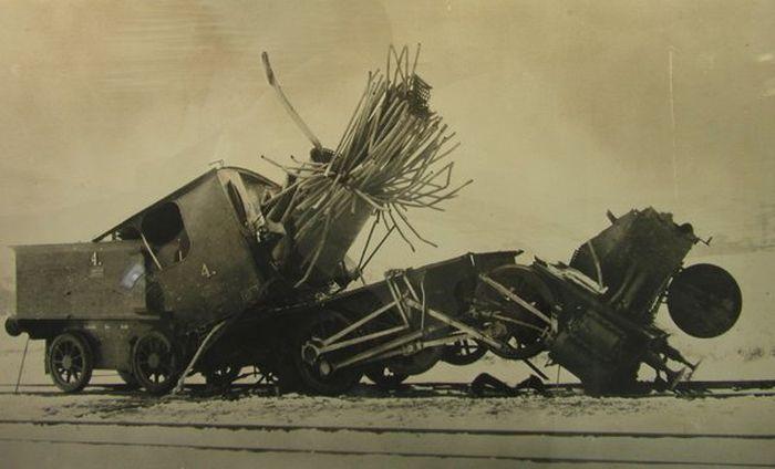 Печальное зрелище: паровозы после взрыва котла (6 фото)