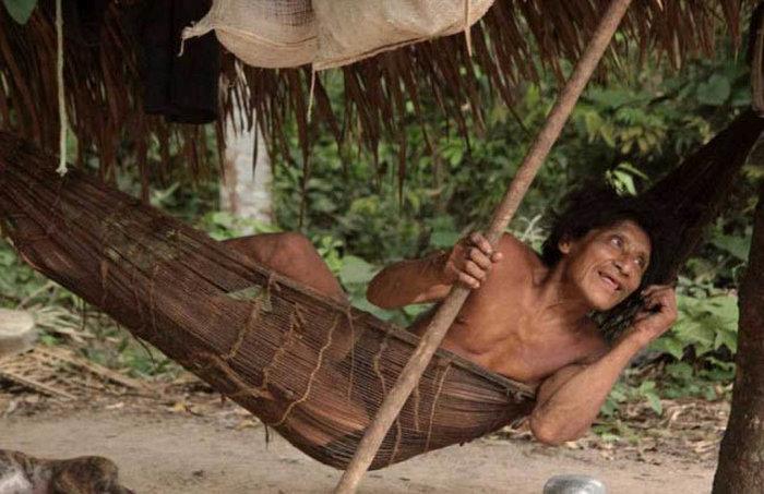 Жизнь исчезающего кочевого племени Ава (15 фото)