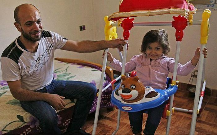 Сирийский беженец Абдул Халим аль-Аттар, продававший ручки на улицах Бейрута, стал предпринимателем (3 фото)