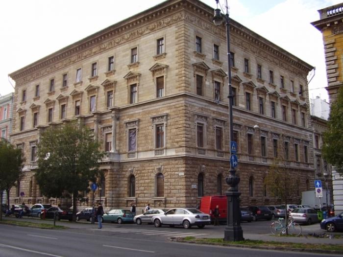 В Будапеште отмыли здания (4 фото)