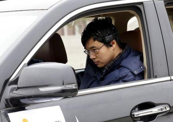 Китайцы создали автомобиль, управляемый силой мысли (4 фото)